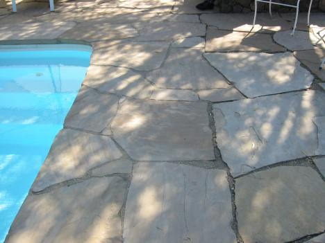 Decomposed Granite inbetween properly placed flagstones by pool