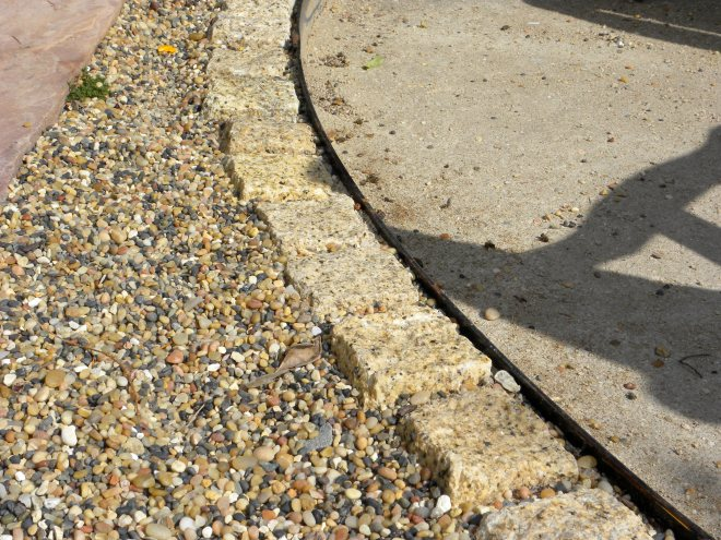 Decomposed granite ryerson header edging
